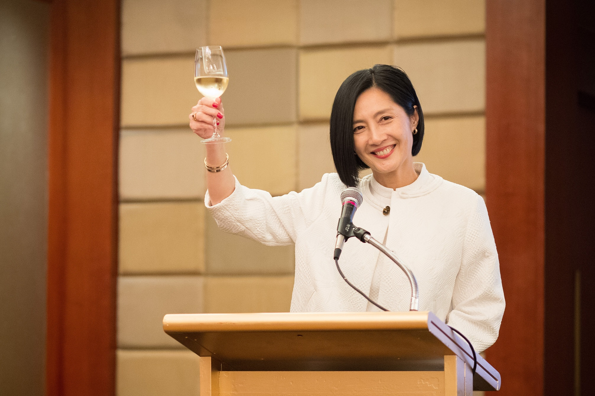 President and Dean Dr. Jikyeong Kang toasts the dinner guests