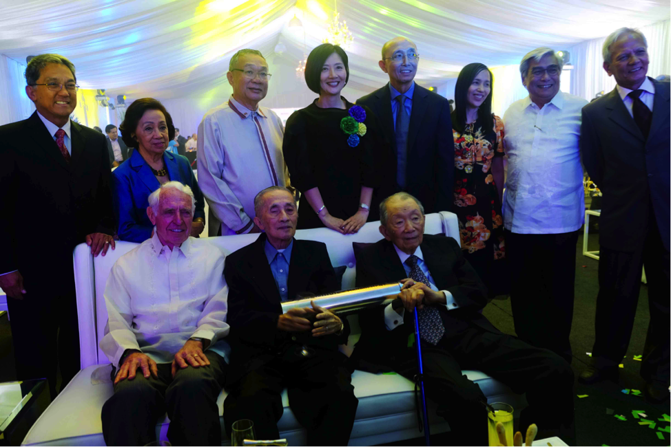 (Below from left) Bud Sorenson, Oscar López, and Washington SyCip are joined by (above from left) Greg Atienza, Delia Albert, Robert Kuan, Jikyeong Kang, Polly Nazareno, Tet Mañalac, Arps De Vera, and Gabby Paredes